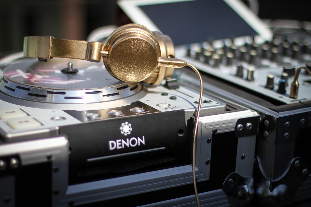 DJ-hörlurar i guld