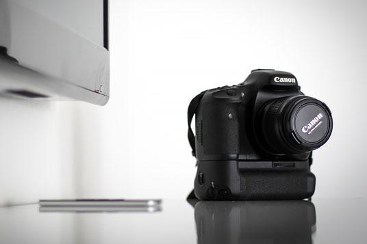 Systemkamera på bänk